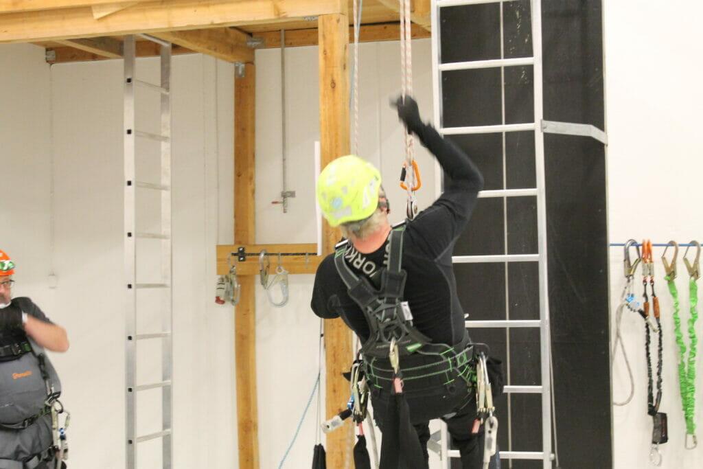 Faldsikring rope access, højderedning, sikkerhed på arbejdspladsen Persolit Stilladsfirma A/S