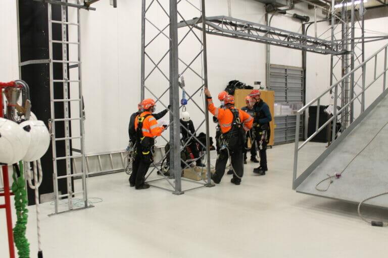 Faldsikring, rope access, højderedning sikkerhed på arbejdspladsen Persolit Stilladsfirma A/S