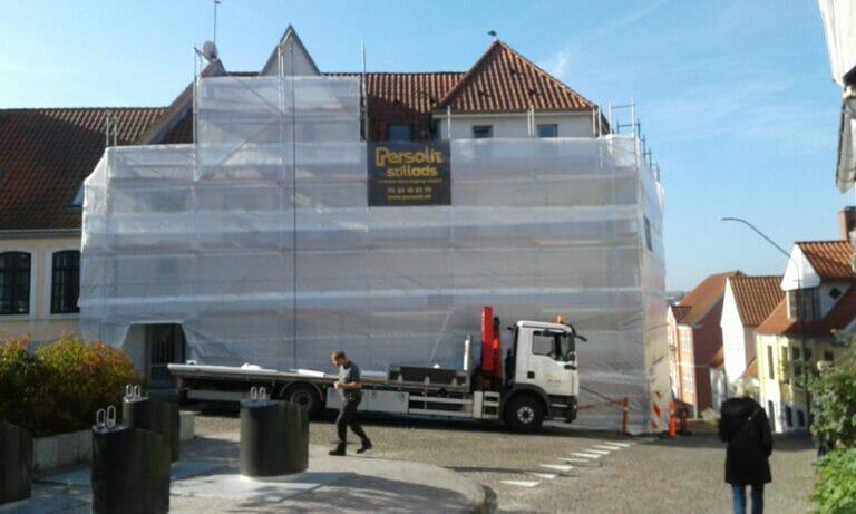 Rosengade 4 Sønderborg inddækket facadestillads