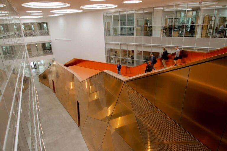 facade byggeri teknisk isolering kobber trappe SDU